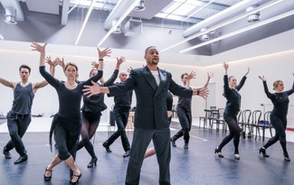 Get a sneak peek at Cuba Gooding Jr. and the Chicago cast