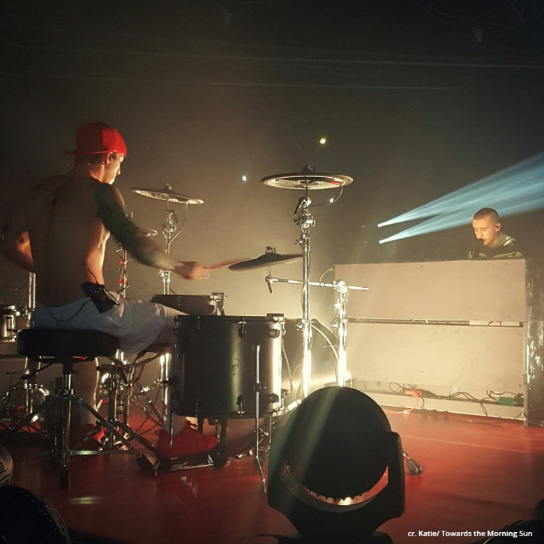 Twenty One Pilots in Paris, cr: Katie/ Towards the Morning Sun
